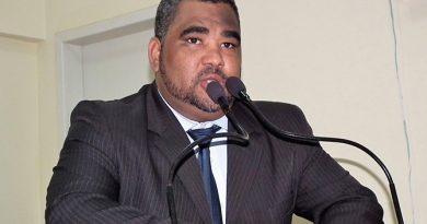 Prefeitura de Eunápolis já estourou folha de pagamento em 70%, diz vereador