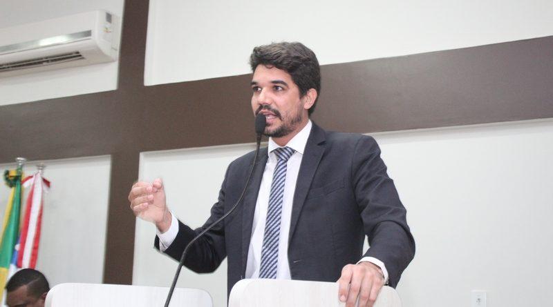 Vereador Arthur Dapé pede convocação da secretária de Saúde de Eunápolis