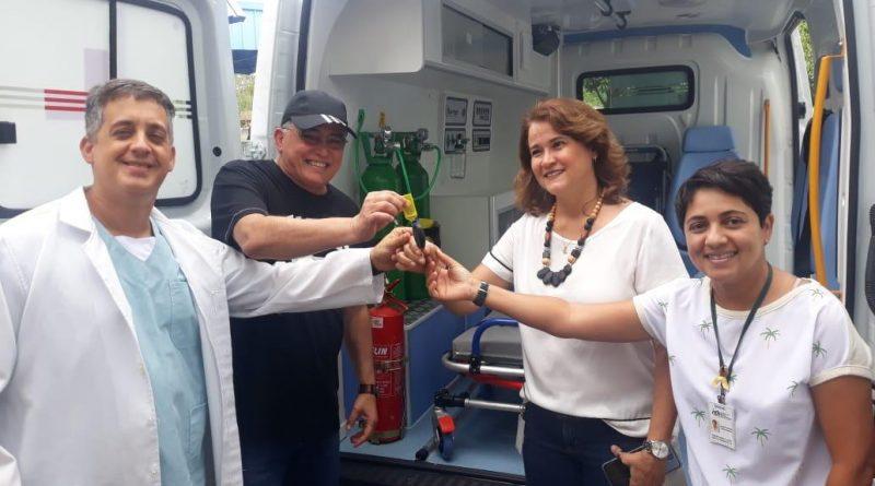 Deputado Jânio Natal entrega ambulância ao hospital regional de Porto Seguro