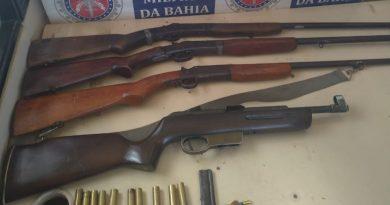 PM apreende armas usadas por assaltantes na zona rural de Cabrália