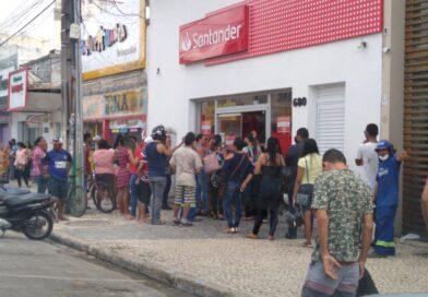 Bancos, lotéricas e correspondente bancário formam filas e aglomerações em Eunápolis