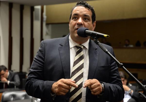 Deputado Alan Sanches propõe redução de 30% nas mensalidades das escolas e faculdades particulares na Bahia