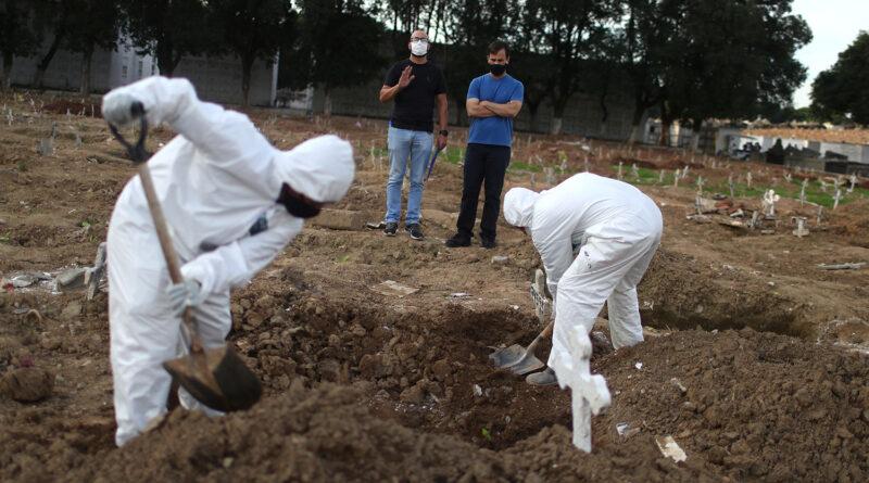 Pandemia no Brasil faz 1 ano e chega a 250 mil mortos com média de 1.127 óbitos por dia