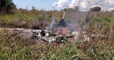 Avião cai logo após decolagem e mata 4 jogadores de futebol