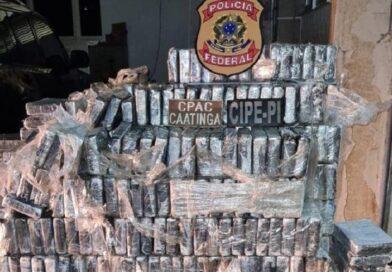 PF apreende quase 1 tonelada de cocaína em 3 caminhões-tanque no interior da Bahia