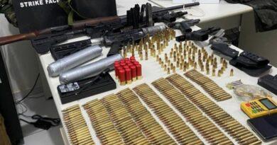 Polícia apreende arsenal de guerra na BR 101 em Itabela