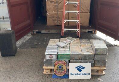 PF apreende quase 900 kg de cocaína em navio no porto de Salvador