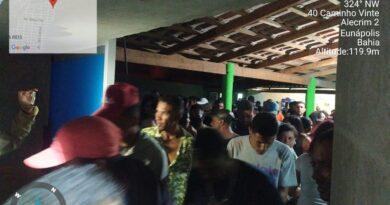 Eunápolis: com apoio da PM, Vigilância Sanitária acaba festa com mais de 300 pessoas