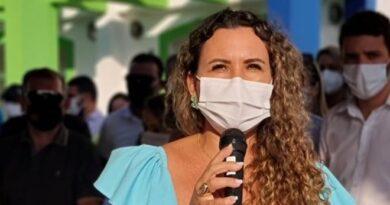 Prefeita Cordélia comemora niver inaugurando novas sedes das secretarias de Saúde e de Agricultura